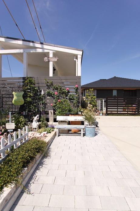 ガーデンシェッドとバラ