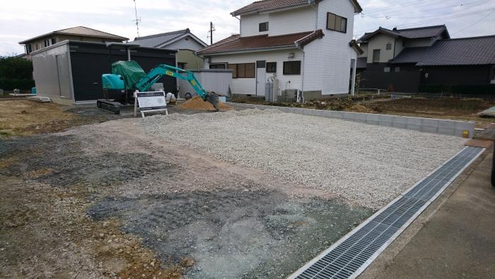 砕石の駐車場