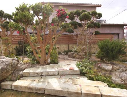 住み慣れたご自宅のリフォームに合わせて、リビングからの眺めを考慮した庭のリフォーム工事